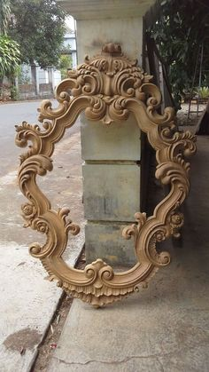 Wood Bed Design, Wooden Door Design, Wooden Art, Furniture Design, Wood Carving Designs, Wood Carving Art, Home Confort, Antique Picture Frames, Wood Sculpture