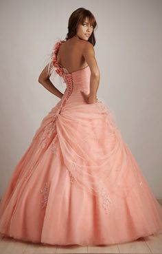Back view of Allure Prom style Q278.