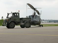 "As varied as his models, the fields of application of the ""universal motor device"" are: This Unimog pulls and pushes a helicopter airlift squadron out of the hangar to the starting position."