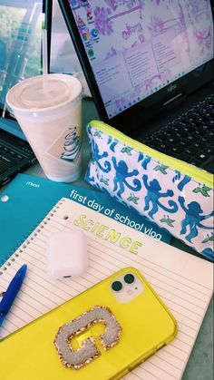 First Day Of School, Back To School, Preppy Phone Case, Annoying Kids, Strawberry Acai Refresher, Diy Best Friend Gifts, Old Teacher, Cute School Supplies, Prep School