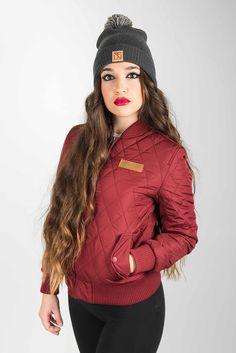 Ropa: Diamond Jacket Winter Beanie  Modelo: @iris_diamonds Fotografía: @marcos_ceballos_fotografia  #sefinhe #sefinheday #sefinheclothes #clothes #clothing #urban #street #wear #jacket #diamond #winter #beanie #gorro #chaqueta #burgundi #grey #Photography #model #girl #beautiful #lifestyle #brand