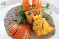 CHIMICHANGA DE LECHONA TOLIMENSE   Lucero Vilchez Cocina Chimichanga, Cantaloupe, Mango, Fruit, Food, Fast Foods, Cooking, Colombian Recipes, Manga