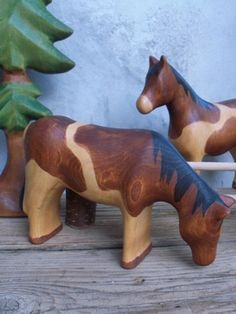 horse toys carved out of wood Making Wooden Toys, Whittling Wood, Cowboy Christmas, Wood Animal, Wood Carving Patterns, Waldorf Toys, Animal Projects, Wood Working For Beginners, Craft Activities For Kids