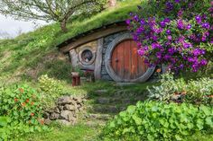 In a hole in the ground there lived a hobbit. Photo by Amazing shot! Hobbit Land, The Hobbit, Hobbit Houses, Hobbit Door, Sheltered Housing, Fairytale Cottage, Geodesic Dome, Middle Earth, Landscape Photos