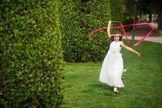 fotografo de Comunion   El estudio de Blanca – fotografo de boda Madrid, Kids Fashion, White Dress, Ideas, Baby Photographer, Family Photographer, Natural Looks, White Dress Outfit, Kids Outfits