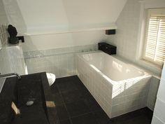 #badkamer met schuin plafond