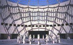 La piazza e le statue del MART.  La invadiamo il 25 aprile alle ore 12:00 Invasore: Sergio Cagol #invasionidigitali