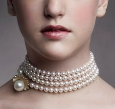 Mega Chic pearl necklace. Design Emquies-Holstein