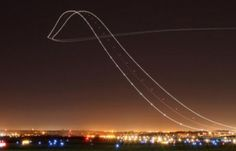 This Long-Exposure Shot of a Boeing 757 Taking Off Looks Like a Runway in the Sky