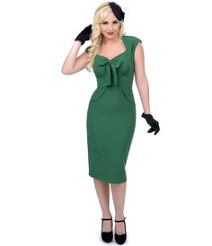 The #1940s style green wiggle dress, is #pinup perfection! #uniquevintage