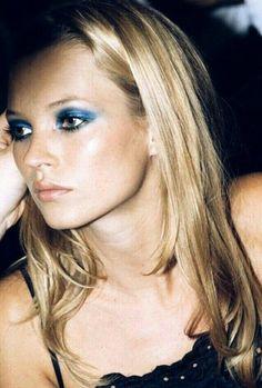 90s Makeup, Edgy Makeup, Makeup Eye Looks, Blue Makeup, Pretty Makeup, Skin Makeup, Makeup Inspo, Makeup Inspiration, Beauty Makeup