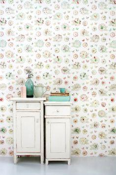 Studio Ditte, Bloemen Behang met vlinders en kevertjes