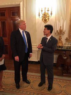 트럼프 미국 대통령과 대화 중인 장하성 청와대 정책실장. 사진 청와대 페이스북