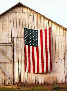 old barn US Flag red white and blue Americana Country Barns, Old Barns, Country Life, Country Living, Country Charm, Country Roads, Country Bumpkin, Usa Country, Southern Charm