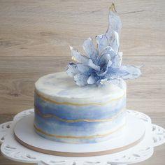 Тот случай, когда никакие расстояния не помеха. Сладкий привет из жаркого райского Тая. Таким тортиком поздравила свою сестренку С Днем рождения @a_dairyfairy . А ведь у девчонок этот праздничный день один на двоих! От себя хочу пожелать вам огромного счастья, любви и душевной гармонии!  #bibizyanovnaтворит #азов #тортазов #азовторт #тортростов #ростовторт #тортсцветами #вафельныецветы #тортнасвадьбу #свадебныйторт #тортбезмастики #gdetort #cake #sweet#cakeideasfoto #tastyins...