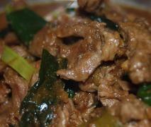 Mongolian Lamb - all in one : garlic, ginger, lamb, oil, spring onion, shaoxing wine, soy sauce, hoisin sauce, sesame oil, chilli sauce.