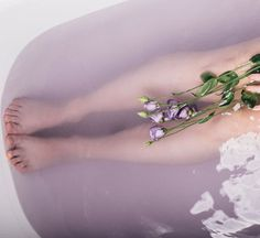 Take Your Self-Care Up A Notch With These Healing Bath Infusions - Epsom salt + essential oils + candles + crystals + affirmations = bliss Essential Oil Candles, Essential Oils, Scaly Skin, Minimal Makeup, Moisturizer For Dry Skin, Homemade Skin Care, Epsom Salt, Best Face Products, Skin Care Regimen