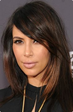 Image shared by Mika ϟ. Find images and videos about kim kardashian on We Heart It - the app to get lost in what you love. Hair Color Highlights, Hair Color Dark, Brown Hair Colors, Dark Hair, Brown Hair Balayage, Brown Blonde Hair, Brunette Hair, Medium Hair Styles, Short Hair Styles