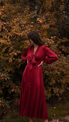 Sarah Butler of wearing Equipment long-sleeve Macin dress in red 2 Belted Shirt Dress, Tweed Dress, Dress Skirt, Eid Dresses, Elegant Dresses, Casual Dresses, Simple Fall Outfits, Cute Outfits, Party Fashion