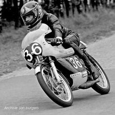 Barry Sheene on his Maico Motorcycle Racers, Racing Motorcycles, Vintage Motocross, Vintage Racing, Tron Bike, Hot Rollers, The Golden Years, Road Racing, Champions