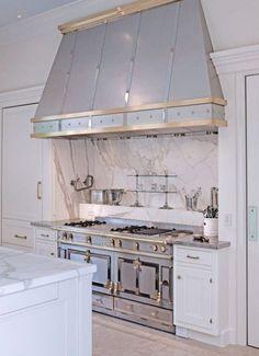 Stylish And Eye-Catching Kitchen Hoods | ComfyDwelling.com