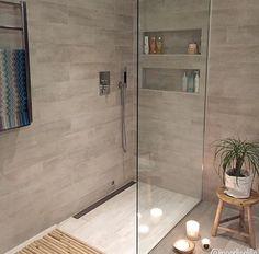Built in shower storage Simple Bathroom Designs, Bathroom Layout, Modern Bathroom Design, Bathroom Interior Design, Master Bathroom Shower, Small Bathroom, Dream Bathrooms, Beautiful Bathrooms, Contemporary Bathrooms