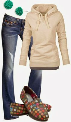 Sports Cozy Cream Hoodie with Colorful Tom Shoes, Flower-Shaped Green Earrings and Blue Stylish Jeans