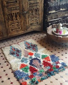 Prettiest little Boucherouite carpet. A vintage piece crafted with scraps of recycled materials and a little natural wool highlighting the large central lozenge. For a smaller space or wall art measuring 118 x 80 cm.