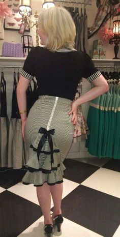 Laughing Girls DesIgns Likes.Paris In Spring Stripe Pencil Skirt Skirt Outfits, Dress Skirt, Dress Up, Look Fashion, Retro Fashion, Vintage Fashion, Mode Inspiration, Classy Dress, Mode Style