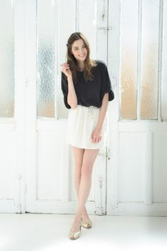In swart, dalk nie t-hemp materiaal nie.    Short Sleeved T-Shirt Tricia Black