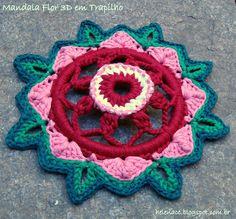 Mandala em Flor 3D (Rag Mandala 3D). Explicações (Explanations): http://helenacc.blogspot.com.br/2013/03/mandala-flor-3d-em-trapilho.html