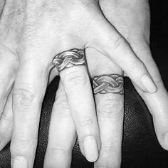 Wedding Finger Tattoos, Wedding Band Tattoo, Ring Finger Tattoos, Wedding Ring Bands, Couple Tattoos, Tattoos For Guys, Tattoos For Women, Couples Ring Tattoos, Tat Rings