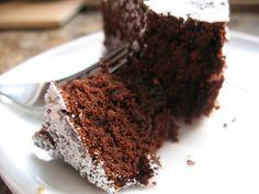 Kasztanowa kuchnia: Czekoladowe ciasto z brandy i śliwkami kalifornijskimi