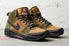 Nike All Conditions Gear continues to add new offerings to what might be the best year so far for footwear in the middle ground between sneakers and boots. The Nike Air Alder Mid is a fine example, this new Ale … Continue reading → Beige Sneakers, Sneakers Nike, Sneaker Plug, Sneaker Games, Nike Acg Boots, Me Too Shoes, Men's Shoes, Shoes Stand, Baskets