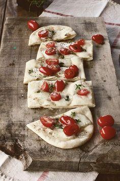 """LA COCINA DE BABEL Pizza bianca """"al taglio"""" Quiche, Empanadas, Babel, Hummus, Feta, Camembert Cheese, Pizza Bianca, Favorite Recipes, Breads"""