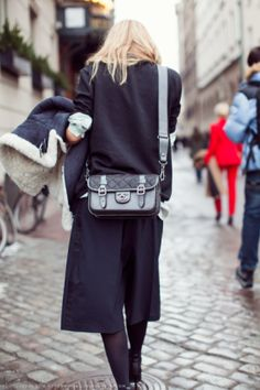 Acne jacket and amazing chanel bag, perfection How To Style Culottes, Looks Style, My Style, Hair Style, The Last Summer, Stockholm Street Style, Best Handbags, Fashion Beauty, Womens Fashion