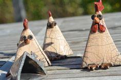 """RESERVE - NATHALIEHEND - Lot de 5 sculptures céramique en raku """"Les cocottes et le coq"""" - grandes craquelures : Sculptures, gravures, statues par arterre"""