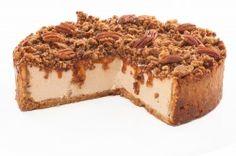 Lahodný karamelový krém se sýrem Philadelphia s křupavou pekanovou drobenkou a s extra porcí pražených pekanů na povrchu. Krispie Treats, Rice Krispies, Pecan, Cheesecake, Food, Cheesecake Cake, Cheesecakes, Essen, Cheesecake Bars
