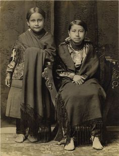 Osage Sisters, c. 1925.   Lovely little Osage girls. LOL the one on the right kinda reminds me of K!!! Must be the Osage in her :)