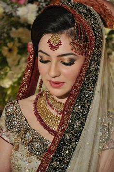 Pakistani bride love the green and red.and the jewelry Indian Bridal Fashion, Indian Bridal Makeup, Pakistani Bridal Wear, Bridal Lehenga Choli, Asian Bridal, Pakistani Outfits, Asian Wedding Dress, Muslim Wedding Dresses, Bridal Dresses