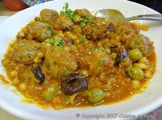 Cuisine en folie: Tajine de boulettes de boeuf ou Kefta aux olives Chana Masala, Curry, Chicken, Ethnic Recipes, Sauce, Ramadan, Voici, Cooking Recipes, Drinks