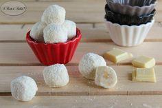 Ricetta per realizzare in casa i cioccolatini al cocco con cuore di nocciola.