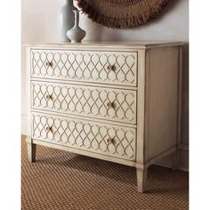 Hooker Furniture Infinity Scroll Chest (3.910 BRL) ❤ liked on Polyvore featuring home, furniture, storage & shelves, dressers, hand made furniture, drawer furniture, hooker furniture, drawer dresser and handmade furniture