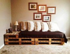 Sofa aus Paletten integrieren – DIY Möbel sind praktisch und originell - diy möbel sofa aus paletten eingebauter tisch