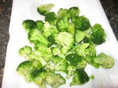 Allow broccoli to drain while the steak cooks. Mexican Dishes, Mexican Food Recipes, Steak And Broccoli, Clean Eating, Healthy Eating, How To Cook Steak, Diabetic Friendly, Diabetic Recipes, Diabetes
