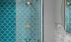 Baño con azulejos de sirena en color azul