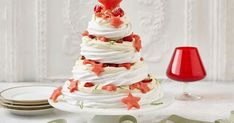 Wow your guests with this spectacular layered raspberry and lime meringue Christmas tree, complete with watermelon stars. Christmas Lunch, Christmas Cooking, Christmas Desserts, Christmas Treats, Christmas Time, Xmas, Classic Pavlova Recipe, Meringue Pavlova, Thing 1