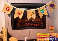 Een gratis Nederlands haakpatroon van een Sinterklaas slinger. Wil jij dit patroon ook haken? Lees dan verder over het Haakpatroon Sinterklaas Slinger Crochet Baby Toys, Free Crochet, Free Pattern, Diy And Crafts, Crochet Patterns, Knitting, Disney, Handmade, School