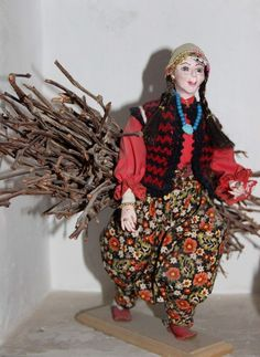 Looks like Cher to me. Cappadocia doll museum gives glimpse into Anatolian tradition Baby Boys, Winter Family Photos, Doll Museum, Cappadocia, Clay Dolls, Decoration, Daughter, Culture, Traditional