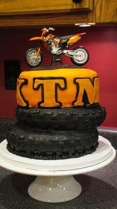 KTM motocross birthday cake please? Dirt Bike Cakes, Dirt Bike Party, Dirt Bike Birthday, Motorcycle Birthday, Motocross Cake, Motorcycle Cake, Motorcross Helmet, Suzuki Motocross, Cake Cookies